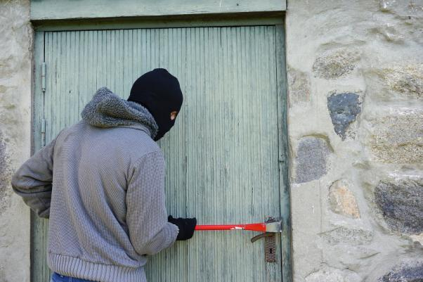 How-to-scare-burglars-away